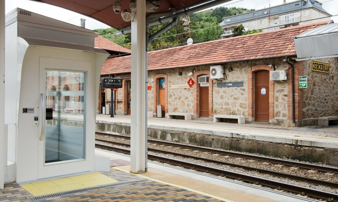 Wheelchair accessible lift in Cercedilla train station, Spain