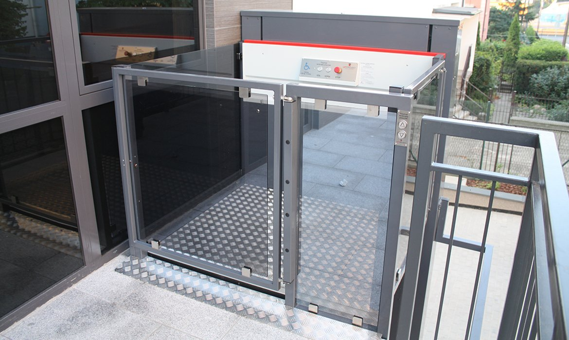 The B type lift is an open platfrom lift