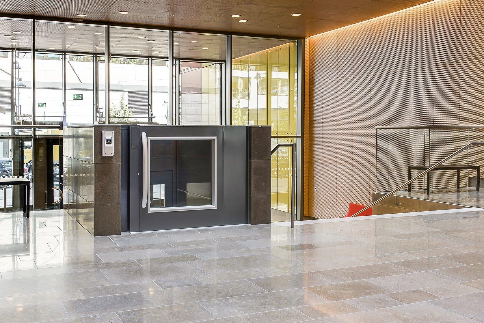 Uarda platform lift, Stockholm