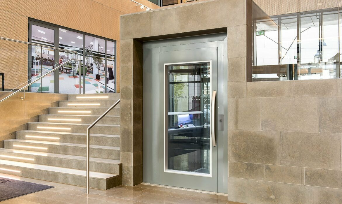 Wheelchair lift, Uarda, Stockholm