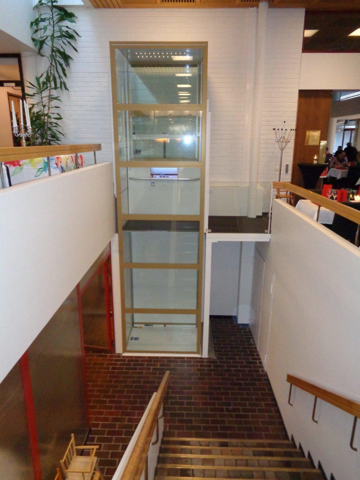 Restaurant lift