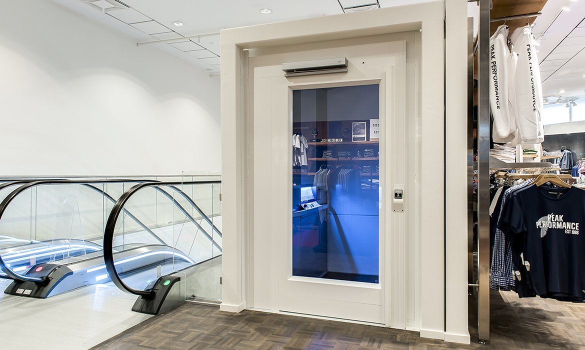 Wheelchair lift for department stores and shops