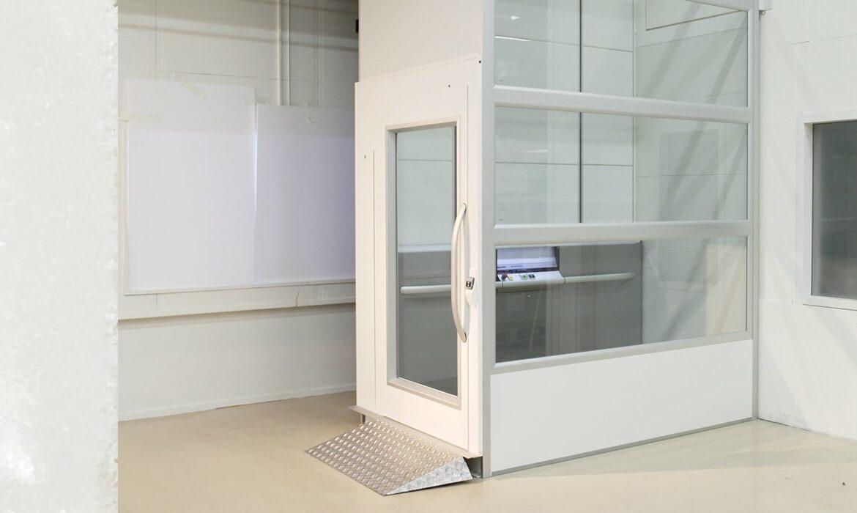Lift door for goods lift