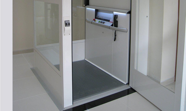 Standard lift floor for residential lift