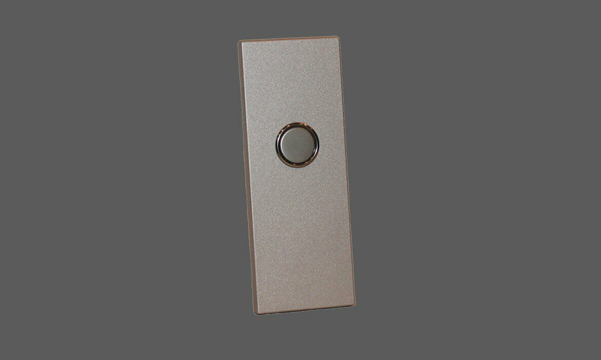 Round button in stainless steel