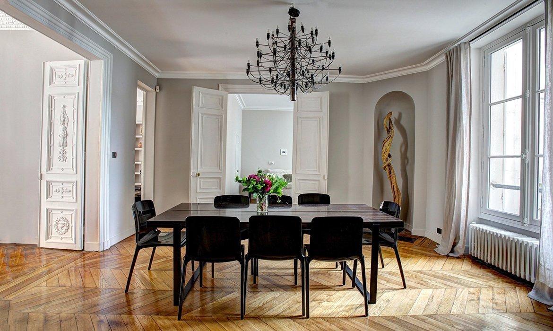 Interior design with black accent colour