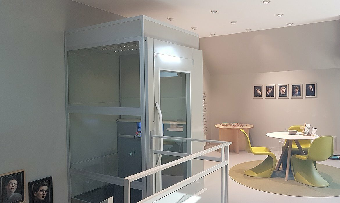 Platform lift in almost white shade