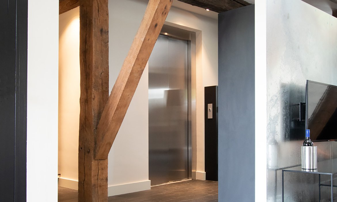 Cabin lift in stainless steel in loft apartment