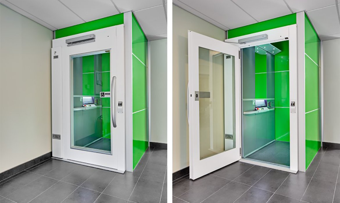Lift with high back with bright green shaft