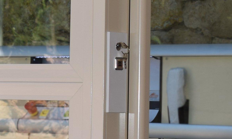 Standard key lock for lifts