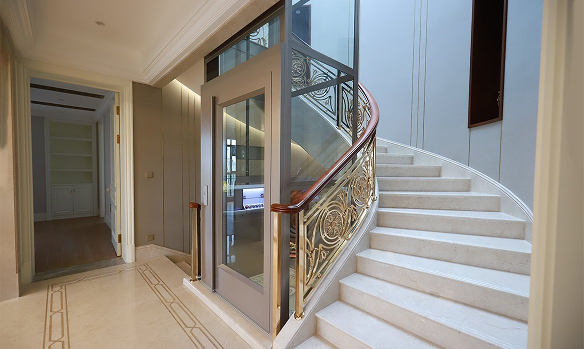 Platform lift in spiral staircase