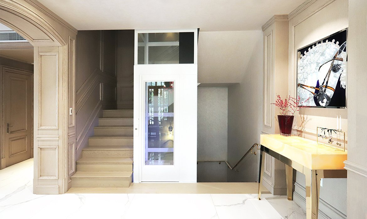 Residential lift installed in a staircase