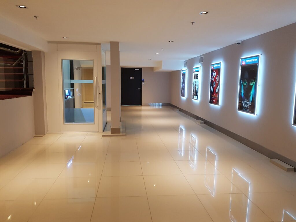 Cinemas Lift