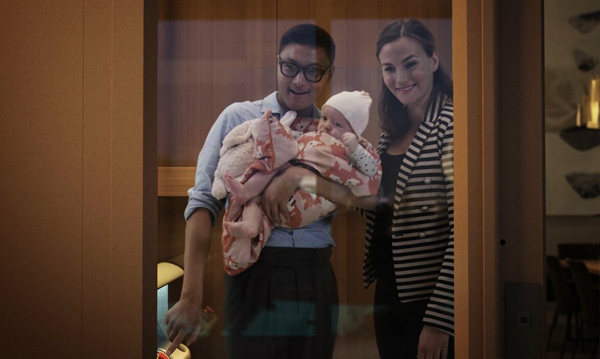Young family with baby in Cibes home lift