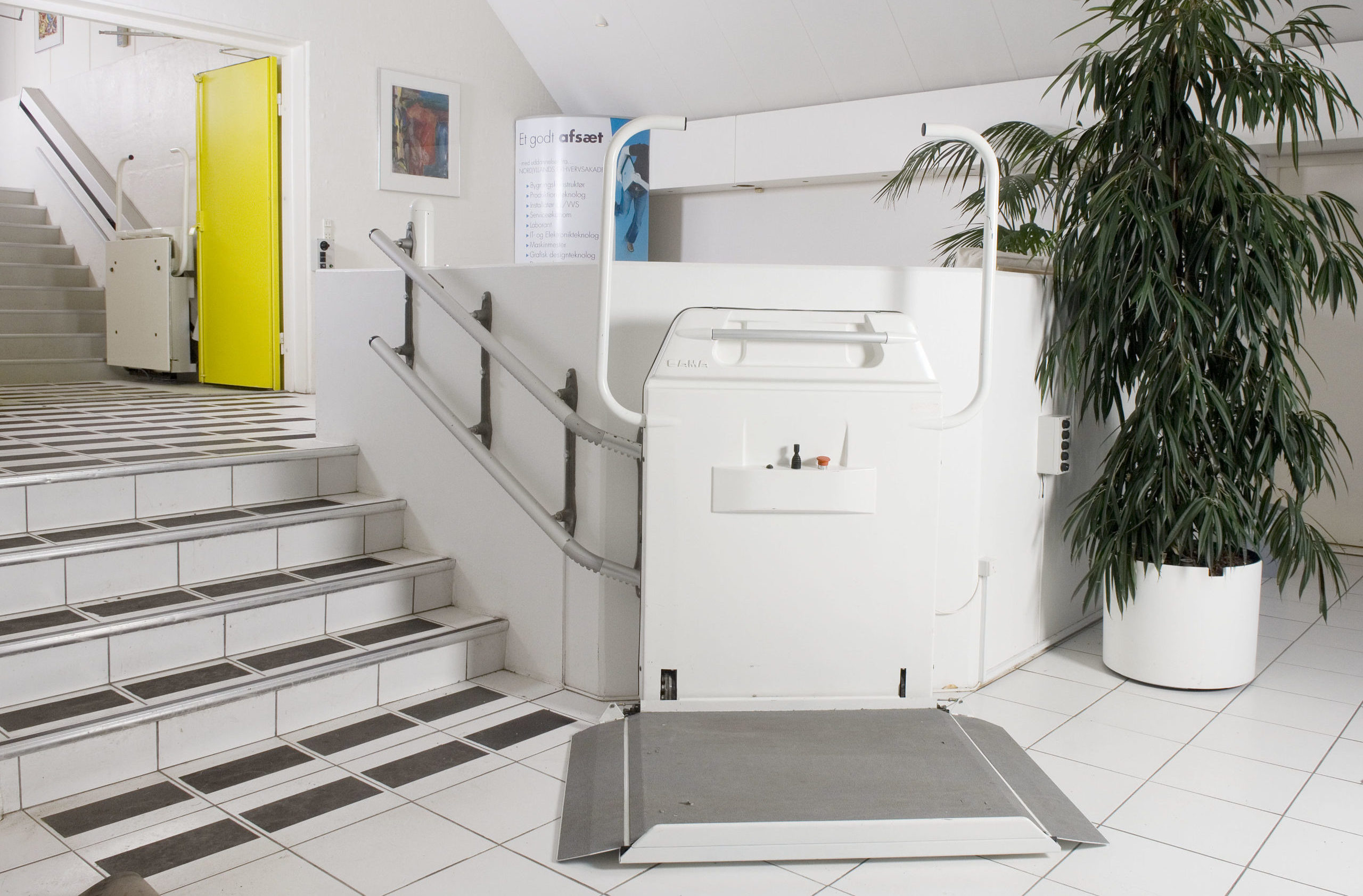 Cibes S6 wheelchair lift