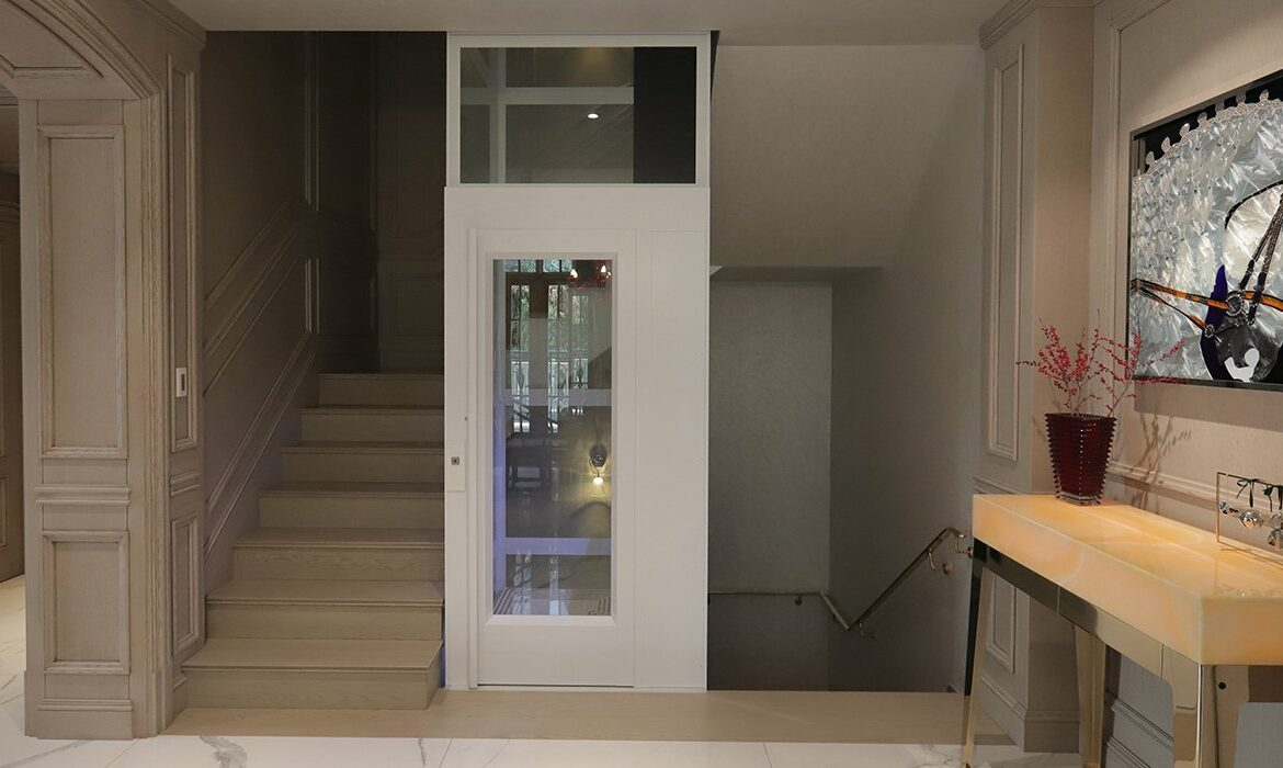 Home lift with small footprint