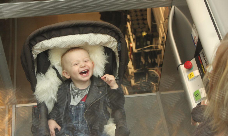 Personenlift A-5000 toegankelijk voor kinderwagen