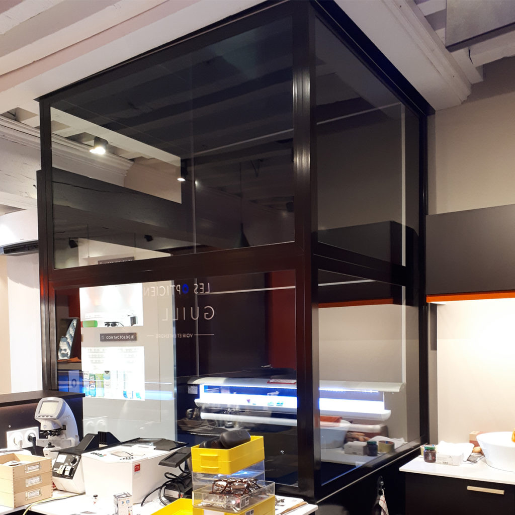 Platform lift with low top height