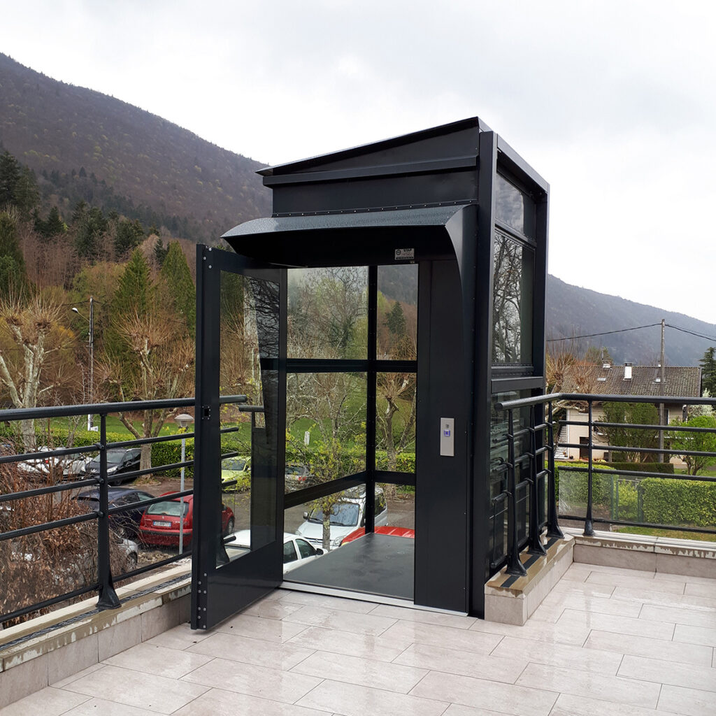 Lift with outdoor equipment