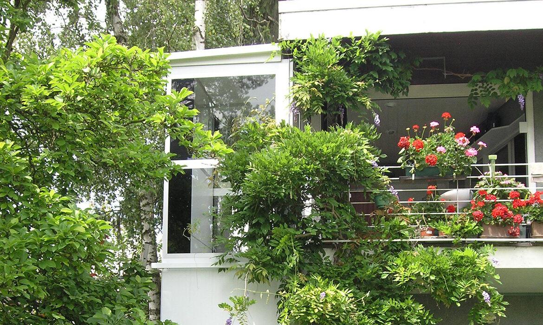 White Kalea lift on outdoor terrace